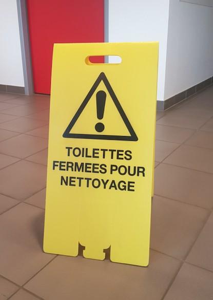 Chevalet Toilettes fermées pour nettoyage