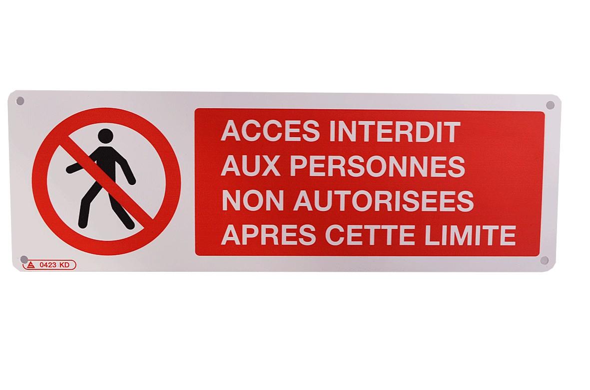 Panneau Accès interdit aux personnes non autorisées après cette limite