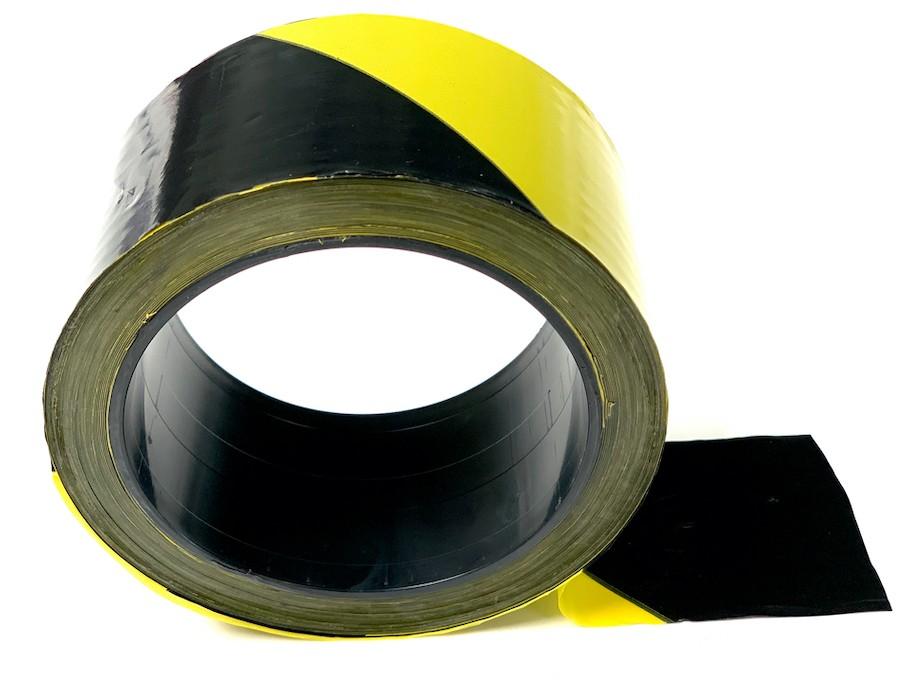 Un rouleau adhésif jaune et noir